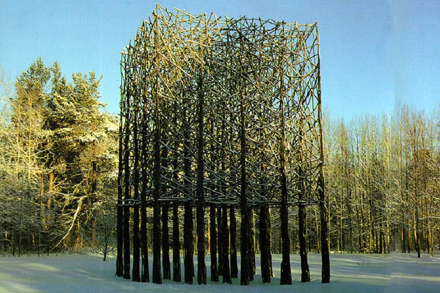 Sculptor Jaakko Pernu, willow sculpture.