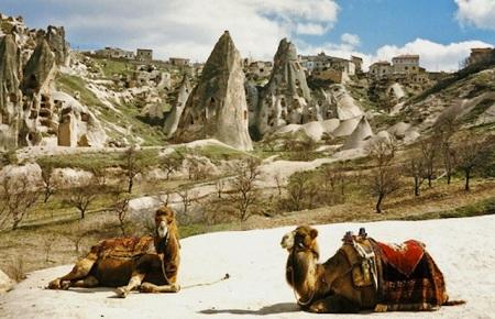 cave-houses-nevsehir-central-anatolia-turkey.jpg5
