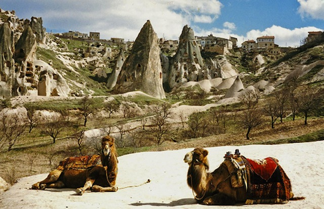 cave-houses-nevsehir-central-anatolia-turkey.jpg5